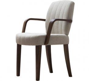 Мягкое кресло с подлокотниками в столовую